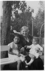 Rosa Hecht mit den Enkelinnen Erika und Hannelore