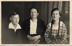 Richard Stemmle mit Mutter und Schwester, 1930er