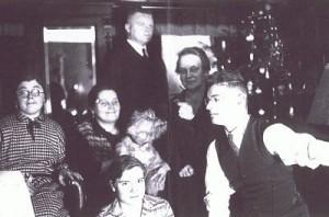 Weihnachten im Hause Glöcklerstr. 27, Ulm in den 1920er Jahren, ganz links Mathilde Fischer
