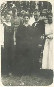 Karl Rueff in Uniform mit Familie