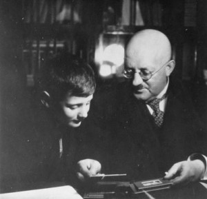 Sigmar Ury mit seinem Sohn Peter. Bild: DZOK