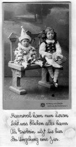 Otto (links) und Else. Sie sind kostumiert für Purim, das jüdische Karneval. Bild und Beschriftung stammen aus einem Album, das Else später für ihre Mutter gemacht hat.